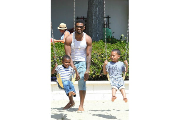 Usher et ses fils sous le soleil californien