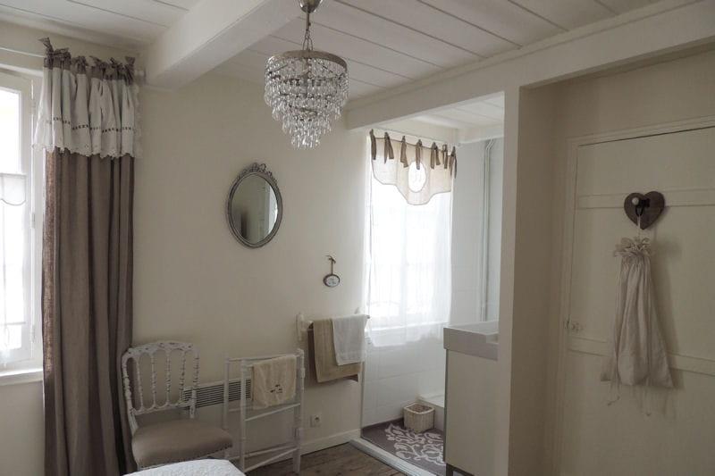 ambiance de charme visitez la maison de christine trouville journal des femmes. Black Bedroom Furniture Sets. Home Design Ideas