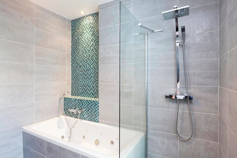 ambiance pur e dans la salle de bains fantaisie color e dans une maison lumineuse journal. Black Bedroom Furniture Sets. Home Design Ideas
