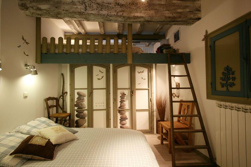une chambre d 39 amis fa on grange combles et greniers des espaces malins et bien pens s. Black Bedroom Furniture Sets. Home Design Ideas