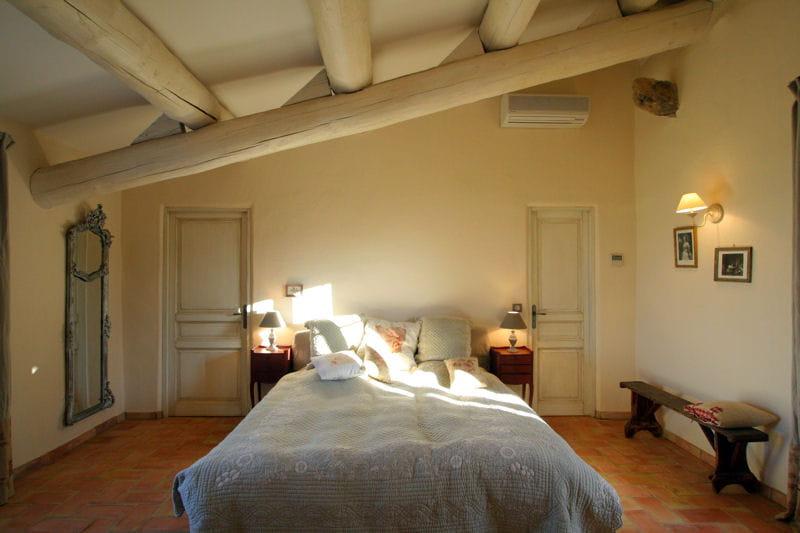 Une chambre rustique et l gante combles et greniers for Chambre rustique