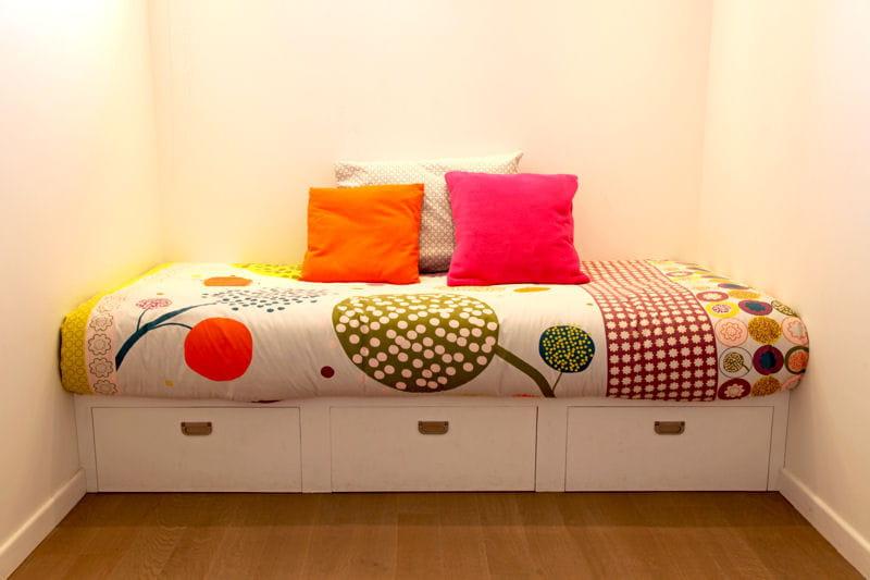 un sommier tiroirs fut des rangements astucieux et patants journal des femmes. Black Bedroom Furniture Sets. Home Design Ideas