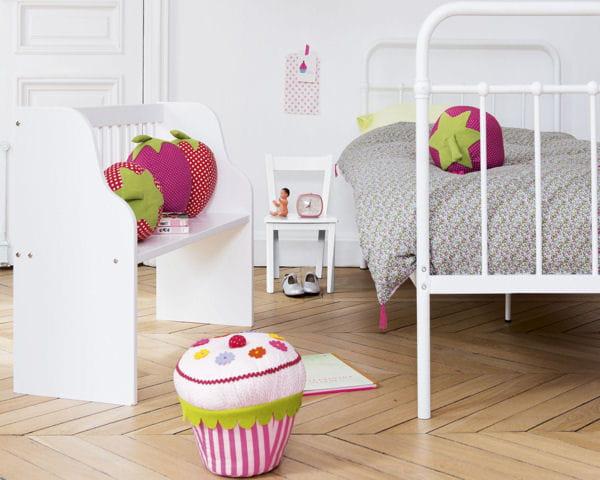 Lit clara banc lola et coussin cupcake de fly for Decoration pour lit
