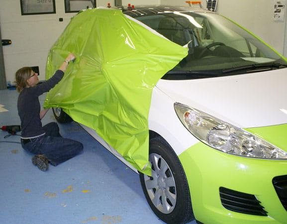 voiture mate comment faire tendance une couche de mat sur notre auto journal des femmes. Black Bedroom Furniture Sets. Home Design Ideas