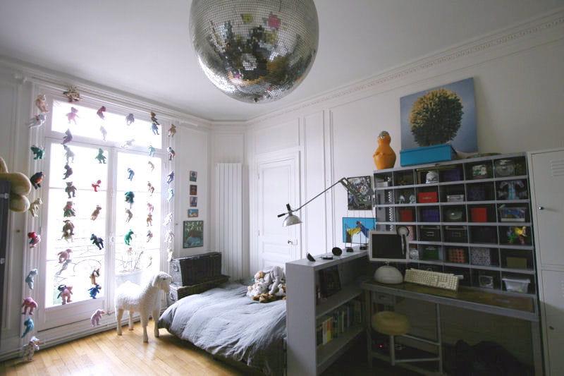 Rideau d 39 ours en peluche et boule disco des chambres d - Rideau chambre d enfant ...