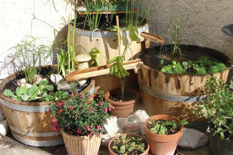 un bassin fontaine fait maison des pots et jardini res. Black Bedroom Furniture Sets. Home Design Ideas