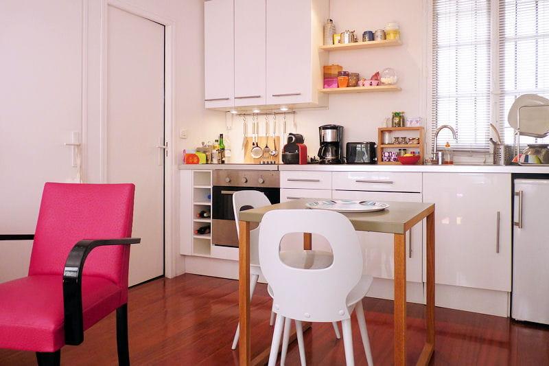 Le coin cuisine visitez la maison de marie journal des femmes - Cuisine ikea abstrakt blanc laque ...