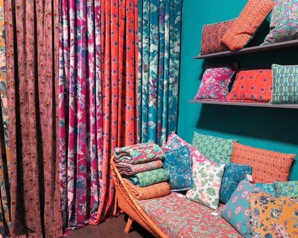 rideaux et coussins les touristes maison objet les belles id es d co du salon journal des. Black Bedroom Furniture Sets. Home Design Ideas