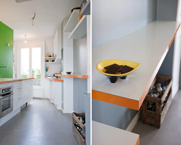 Des tag res et des caisses petite cuisine comment l for Decoration d une petite cuisine