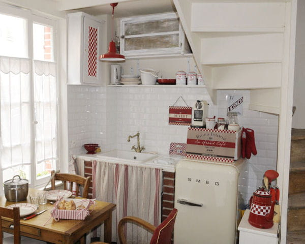 sous l 39 escalier petite cuisine comment l 39 am nager. Black Bedroom Furniture Sets. Home Design Ideas