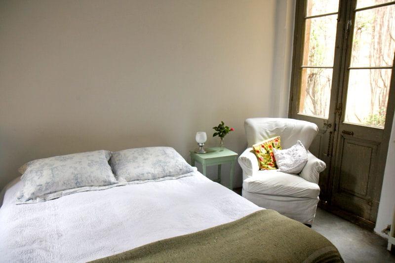 Une chambre coucher sous le signe de la sobri t d co romantique dans une ancienne fabrique for Les chombre a coucher