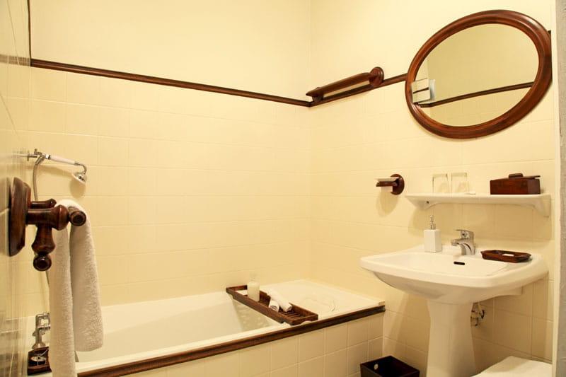 Tout en bois accessoiriser sa salle de bains comme une for Accessoires pour salle de bain en bois