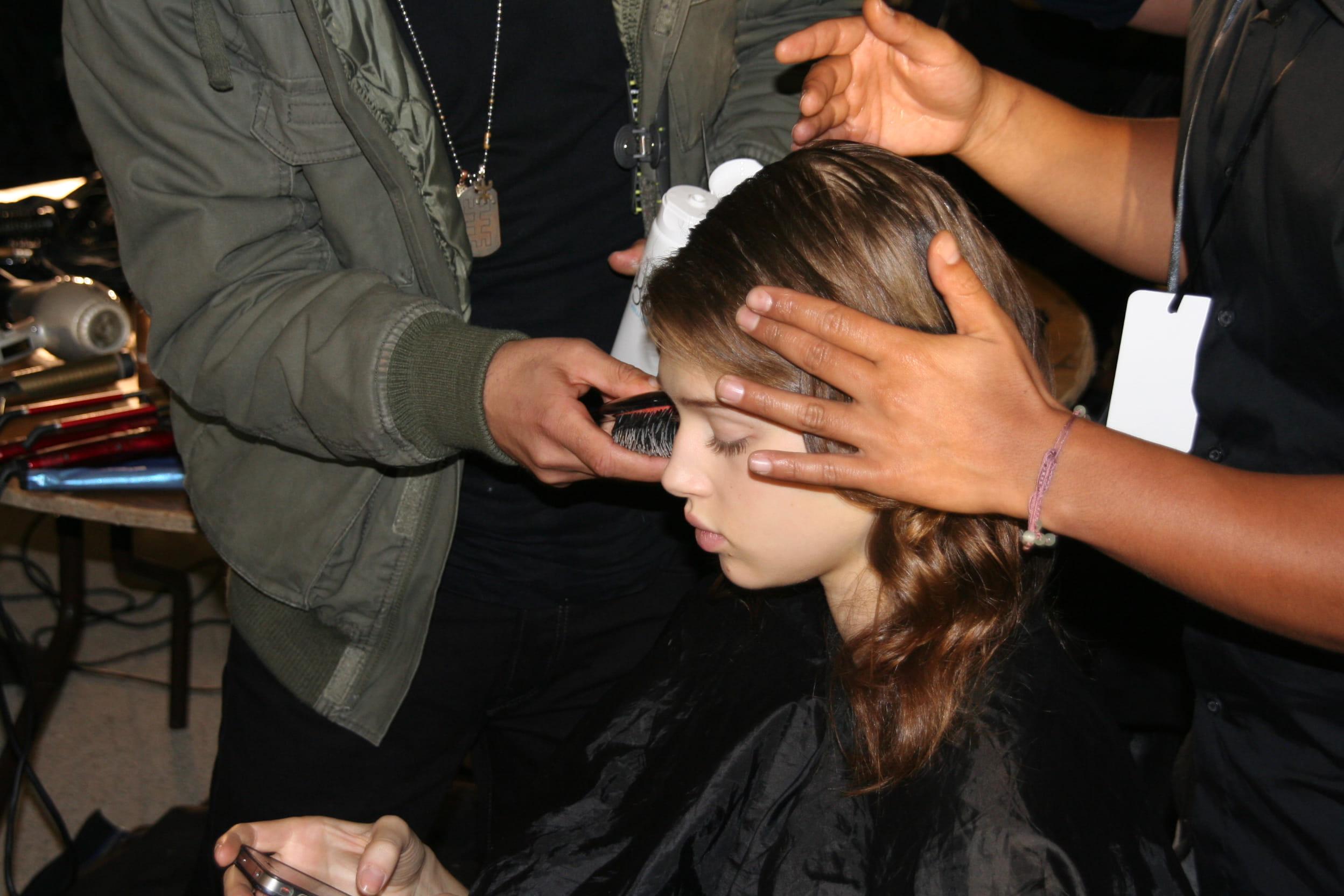 backstage coiffure d u00e9fil u00e9 alexis mabille   effet sir u00e8ne