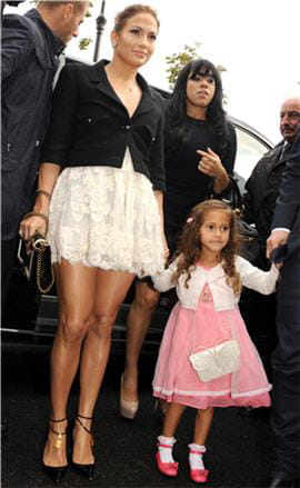 jennifer lopez et sa fille emme au defile chanel pret a porter printemps t