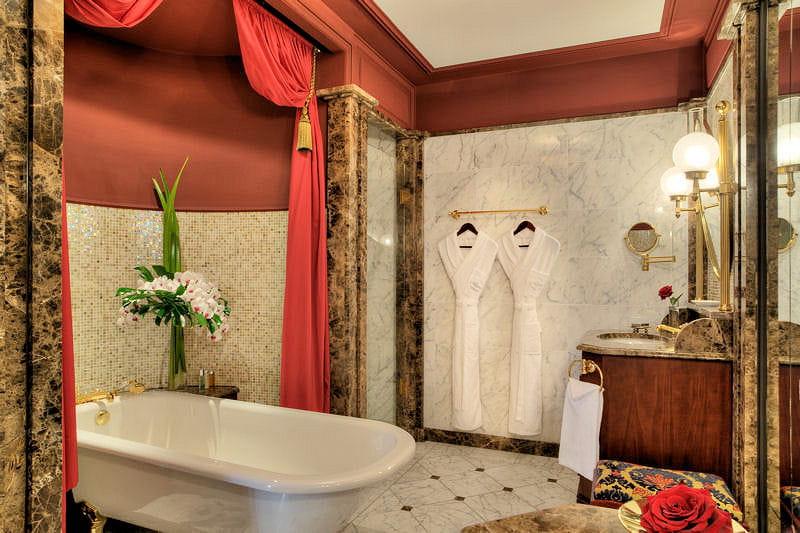 Salle de bains pr cieuse le grand h tel de bordeaux spa joyau authentique journal des femmes - Salle de bain bordeaux ...