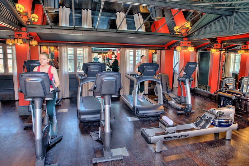 Une salle de fitness high tech le grand h tel de for Spa luxe bordeaux