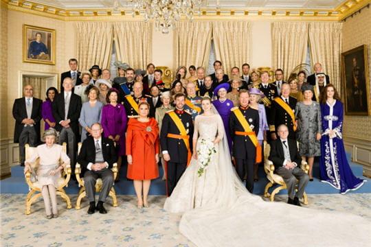elie saab habilleur officiel du mariage royal du luxembourg journal des femmes. Black Bedroom Furniture Sets. Home Design Ideas