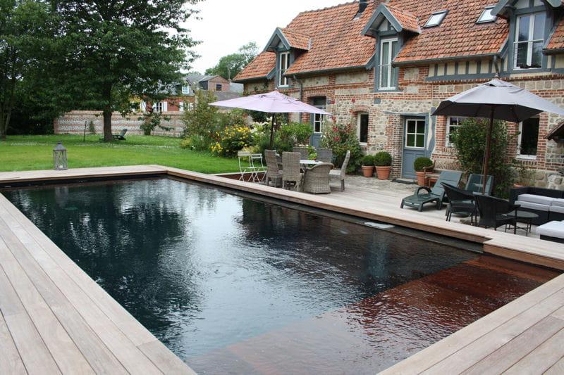 Int gration dans le paysage tpa euro piscine for Piscine coque noire