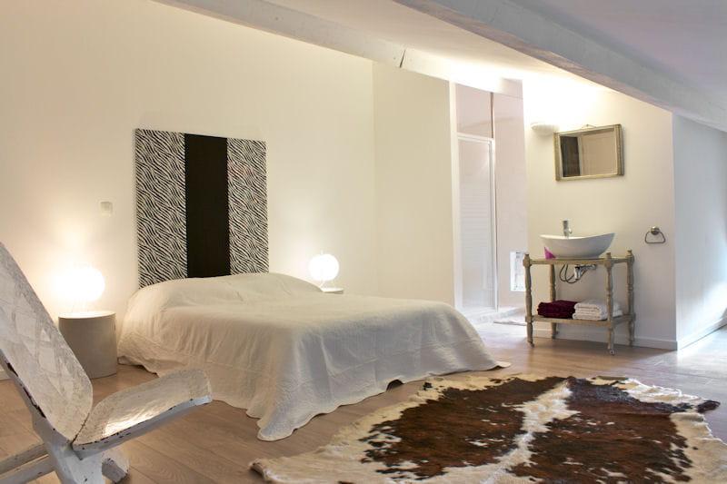 une chambre de style ethnique deux maisons d 39 h tes deux styles d co imiter journal des femmes. Black Bedroom Furniture Sets. Home Design Ideas