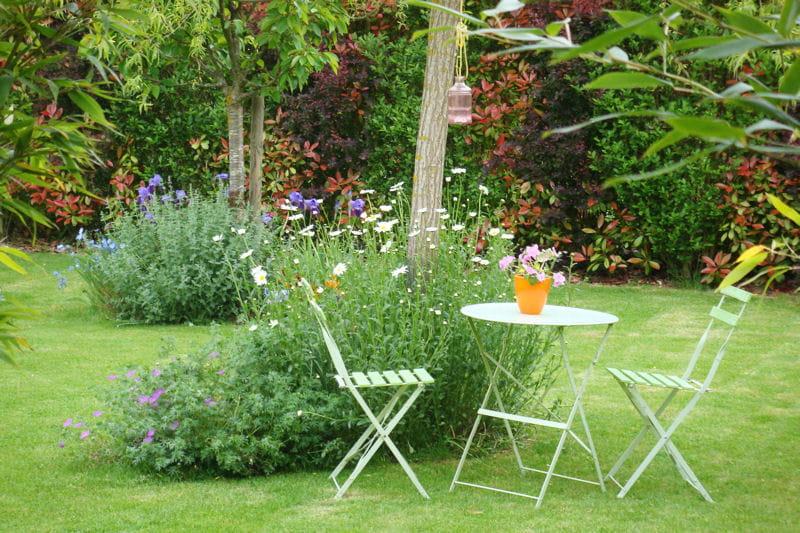 Le jardin un cadre reposant et fleuri visitez la maison for Organiser un jardin fleuri