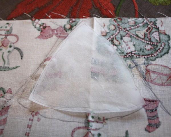 etape 4 mesurer le tissu fabriquer une boule de no l en tissu patchwork journal des femmes. Black Bedroom Furniture Sets. Home Design Ideas