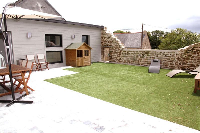 le jardin de la terrasse d co de charme dans un crin de pierre journal des femmes. Black Bedroom Furniture Sets. Home Design Ideas