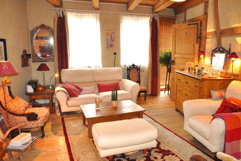 Un salon plein de chaleur visitez la maison d 39 eva for Salon chaleureux