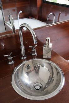 il existe trois grands types de robinetteries : les mélangeurs, les mitigeurs et