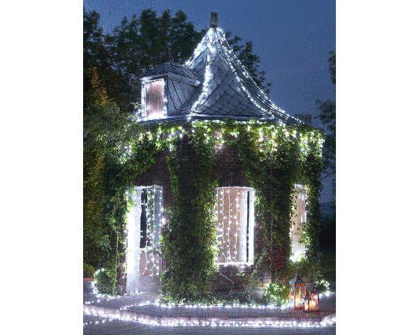 guirlandes lumineuses jardin chic d co de no l objets et luminaires pour le jardin journal. Black Bedroom Furniture Sets. Home Design Ideas
