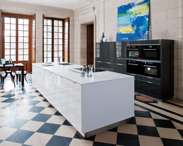 ilot de cuisine glamour de cuisines schmidt l 39 lot trouve sa place dans la cuisine journal. Black Bedroom Furniture Sets. Home Design Ideas