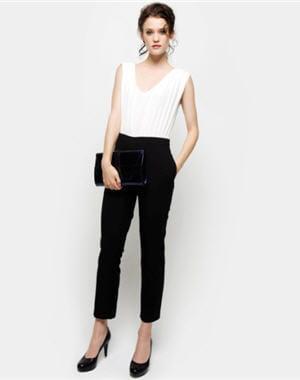 combinaison noire et blanche de naf naf des tenues pour briller pendant les f tes journal. Black Bedroom Furniture Sets. Home Design Ideas