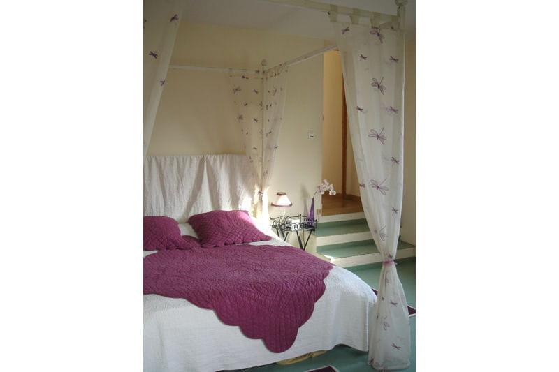 la chambre de florence framboise vos plus belles chambres romantiques journal des femmes. Black Bedroom Furniture Sets. Home Design Ideas