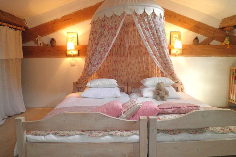 la chambre de greta rose vos plus belles chambres romantiques journal des femmes. Black Bedroom Furniture Sets. Home Design Ideas