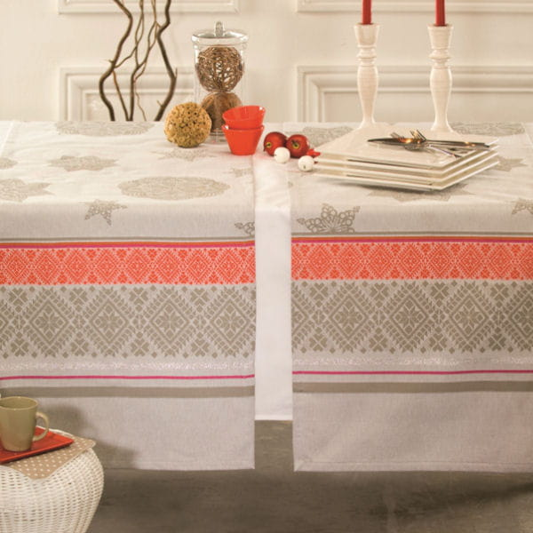 nappe t te t te flocons de nydel table de no l place la d co de f te journal des femmes. Black Bedroom Furniture Sets. Home Design Ideas