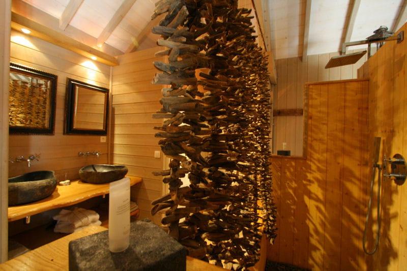 Dans ma cabane salle de bains et bois un duo suivre journal des femmes - Salle de bain en pierre et bois ...