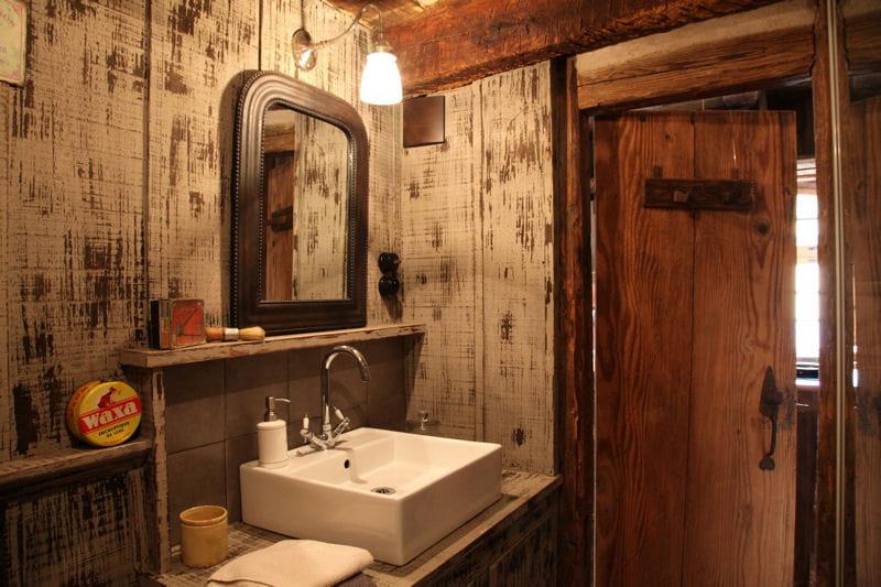 lambris bois salle de bain. Black Bedroom Furniture Sets. Home Design Ideas