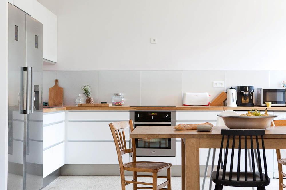 Une cuisine archi lumineuse un appartement au look archi sous le soleil de provence - Credence cuisine lumineuse ...