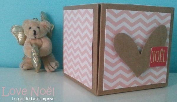 cette boîte en carton, une fois customisée suivant la technique du scrapbooking,