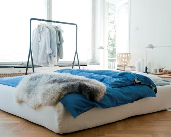 cache sommier bemz des draps et parures pour un lit d co journal des femmes. Black Bedroom Furniture Sets. Home Design Ideas