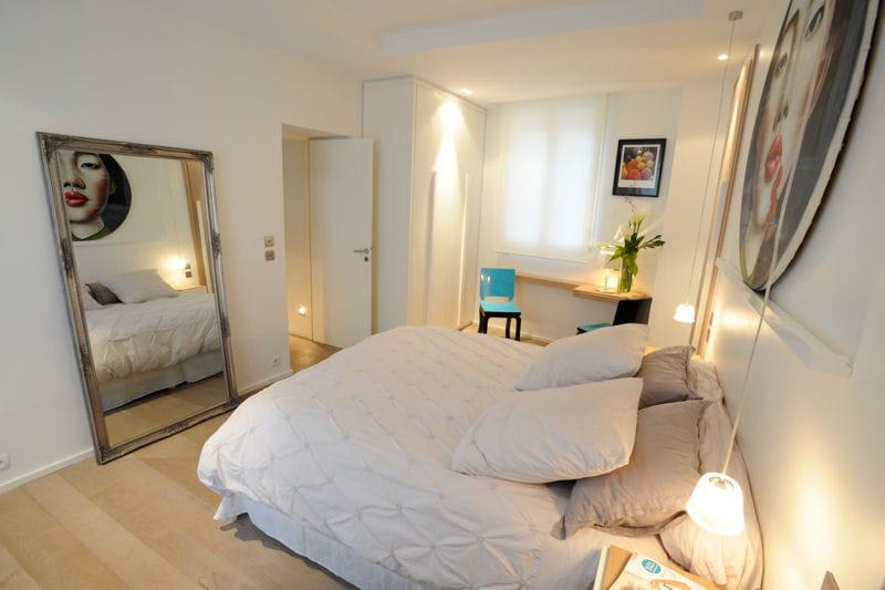 Carrelage Sol Salle De Bain Beige : Reflet artistique dans la chambre  Un appartement à la déco douce