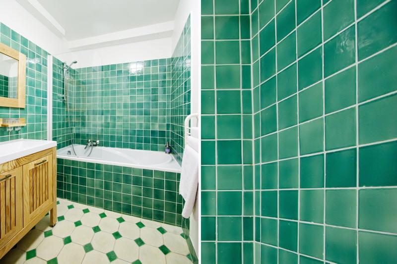 Un carrelage qui nous plonge dans le bain la couleur for Carrelage salle de bain vert emeraude
