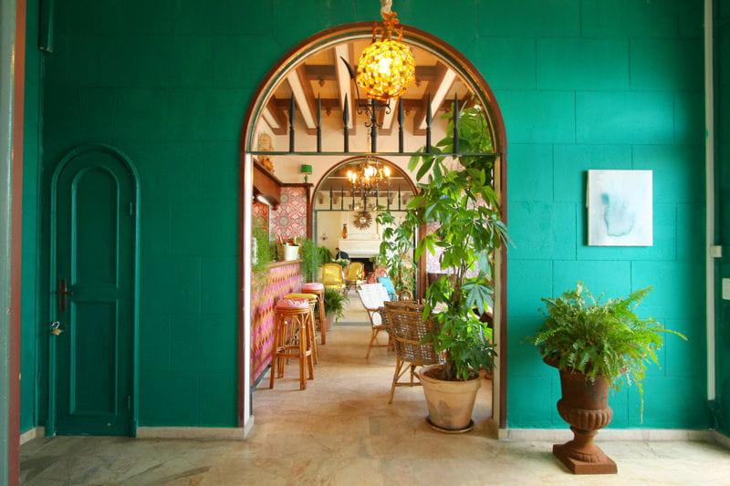 exotique souhait r ussir sa d coration avec la couleur vert meraude journal des femmes. Black Bedroom Furniture Sets. Home Design Ideas