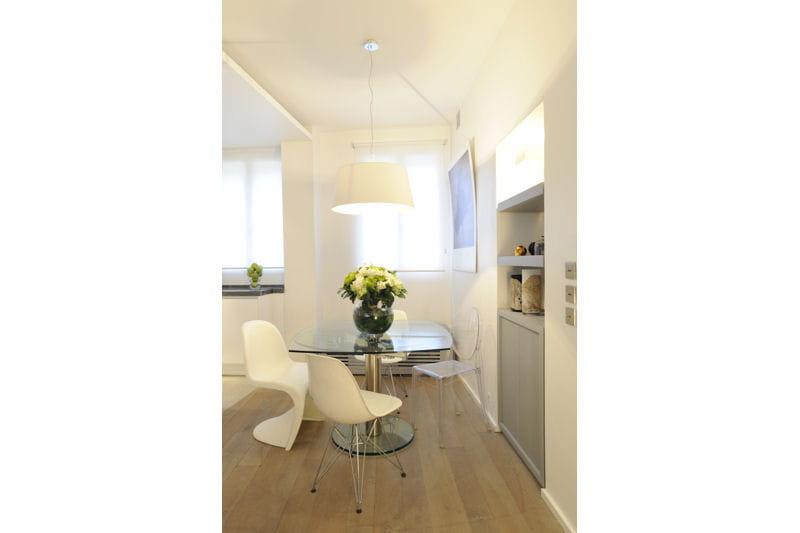 transparence et blancheur un appartement la d co douce et intemporelle journal des femmes. Black Bedroom Furniture Sets. Home Design Ideas