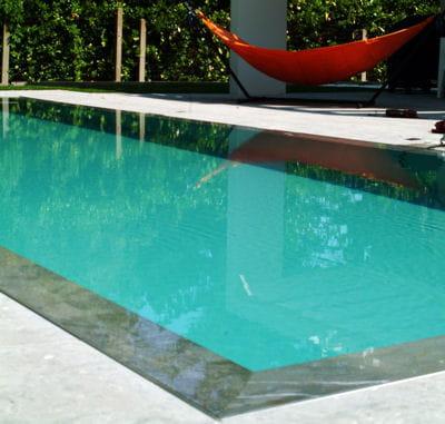 La piscine effet miroir piscine les tendances 2013 for Piscine reflea