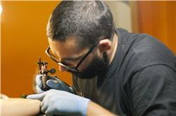choisir le bon tatoueur piercing tatouage les pr cautions prendre journal des femmes. Black Bedroom Furniture Sets. Home Design Ideas