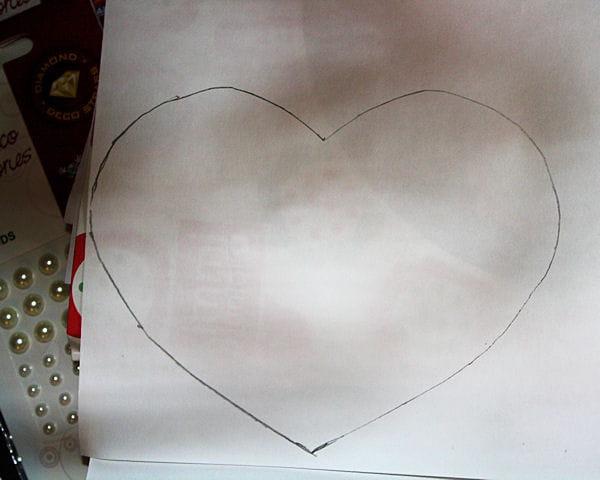 Etape 2 reporter le coeur sur les feuilles cartonn es - Fabriquer un cadeau de saint valentin ...
