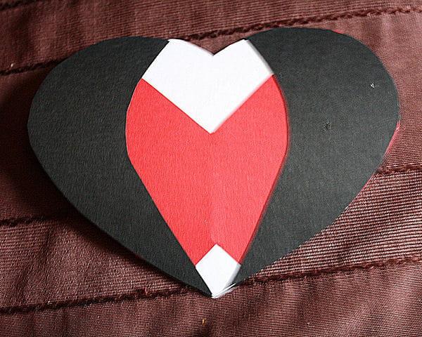 Etape 6 coller les formes obtenues saint valentin - Fabriquer cadeau saint valentin ...
