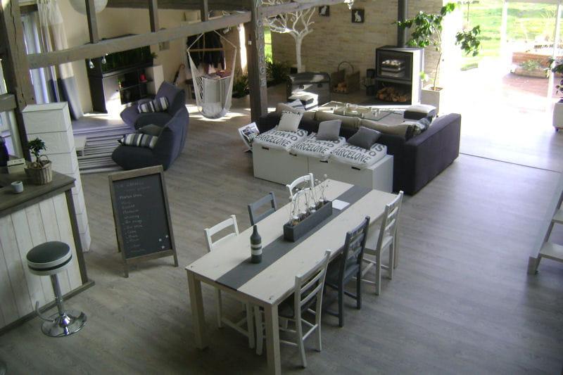 Des pi ces qui communiquent visitez la maison de claire for La salle a manger salon de provence