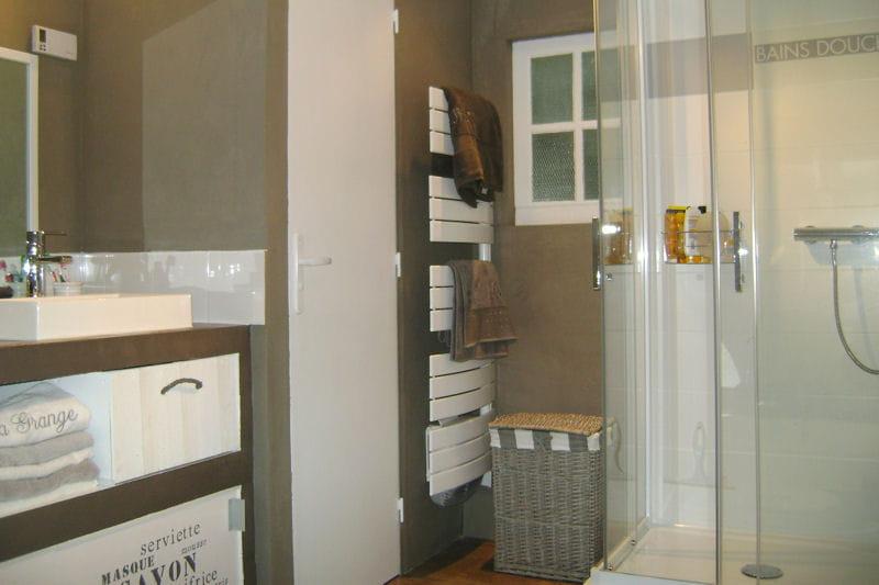 Salle de bains les mat riaux naturels l 39 honneur for Materiaux salle de bain