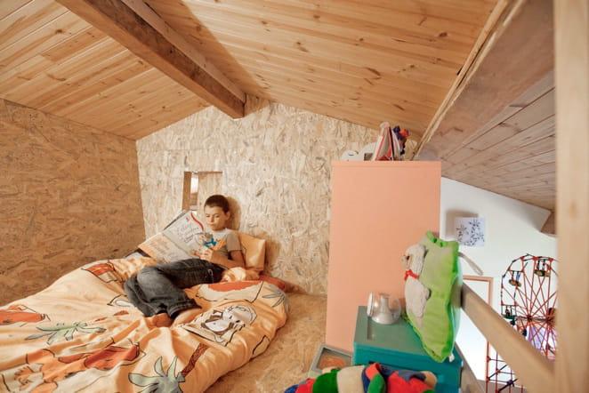 dans ma cabane sous les combles une cabane dans une chambre d 39 enfant journal des femmes. Black Bedroom Furniture Sets. Home Design Ideas